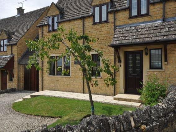 View towards the property - 32305 - Todenham - rentals
