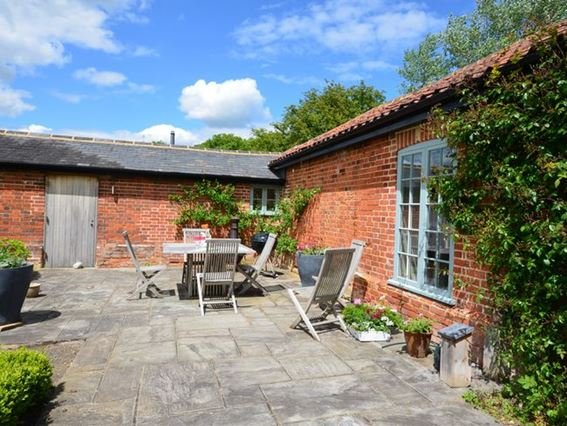 View towards the property with outside seating - FCH35911 - Steeple Bumpstead - rentals