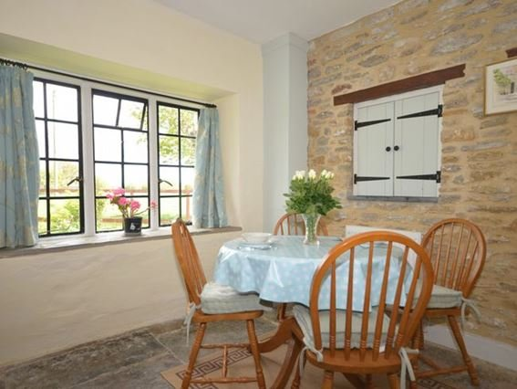 Dining area with views over the garden - HYDEC - Barwick - rentals