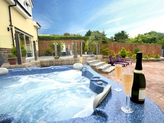 Relax in the hot tub - FCH9374 - Marhamchurch - rentals