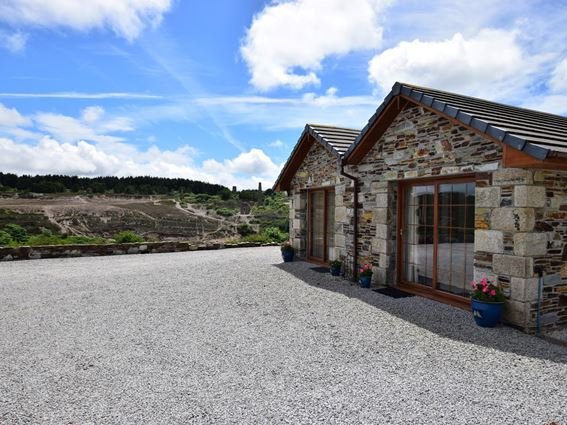 The beautiful detached barn with stunning views of World Heritage Site scenery - HABAR - Cornwall - rentals