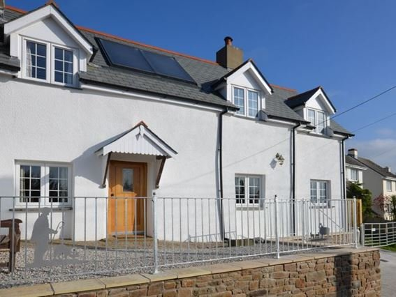 View towards the front of stunning property with terrace - DEVER - Buckland Brewer - rentals