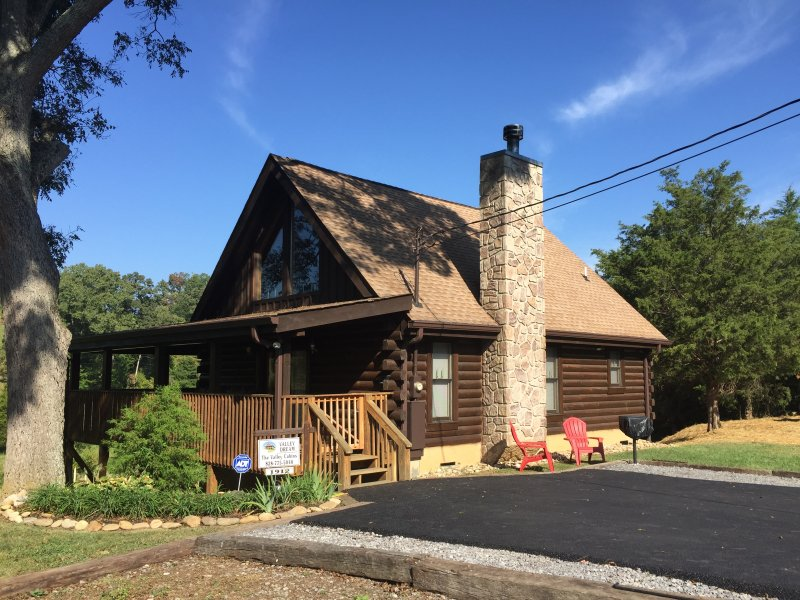 Welcome to Valley Dream Cabin! - Springtime Romance (May 28-June 11) Book Now! - Sevierville - rentals