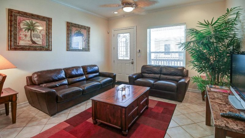 Upgraded condo w/ shared pool, only a 1/2 block from the beach - Image 1 - South Padre Island - rentals