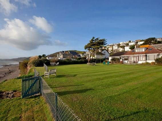 View towards the property and garden with access down to beach - GGATE - Downderry - rentals