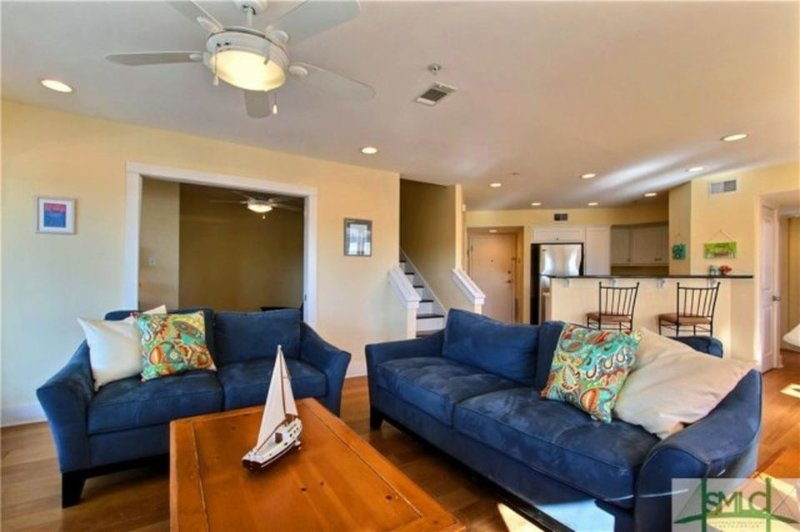 Spacious Living Room - Great Fall specials - Tybee Island - rentals