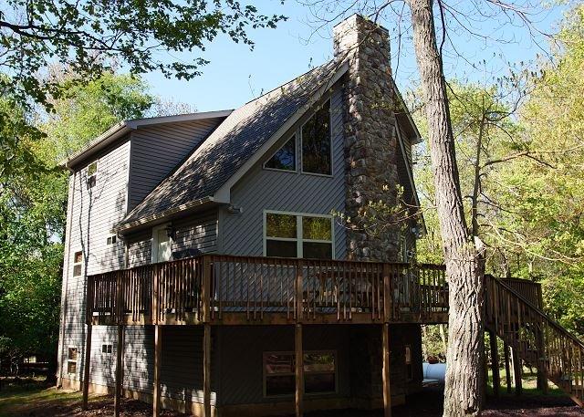 """Deer Run - """"Deer Run"""" 6 Bedroom, FIRE PIT, Hot Tub, Pool Table, WIFI, TV's in bedrooms - Lake Harmony - rentals"""
