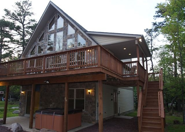 "Great Wolf - ""Great Wolf"" Walk to H20 Water Park, Covered Porch, Hot Tub, Pool Table, WIFI - Lake Harmony - rentals"