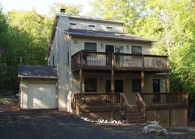 """Grizzly - """"Grizzly"""" Near Big Boulder, 5 Bedroom, Hot Tub, Pool Table, Modern Kitchen - Lake Harmony - rentals"""