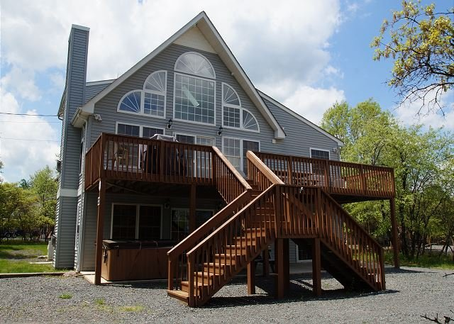 "Falcons Ridge - ""Falcons Ridge"" 7 Bedroom Overlooking the Lake, Beach and Pool, Hot Tub, WIFI - World - rentals"