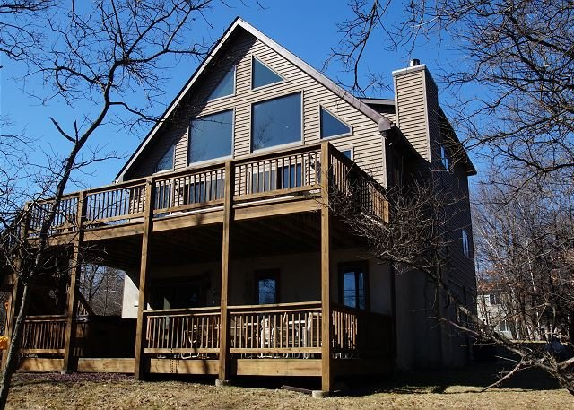 """""""Lake View"""" Close To The Lake & Pool. 6 Bedroom, Hot Tub, Pool Table & Wifi - Image 1 - Albrightsville - rentals"""