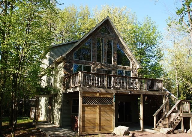 """Acorn - """"Acorn"""" Minutes from JF/BB Skiing, Hot Tub, Pool Table, Arcade Games, WIFI - World - rentals"""