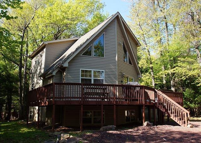 "Mountain Wood - ""Mountain Wood""  Walk to the beach, 6 Bedroom, Hot Tub, Pool Table, WIFI - Lake Harmony - rentals"