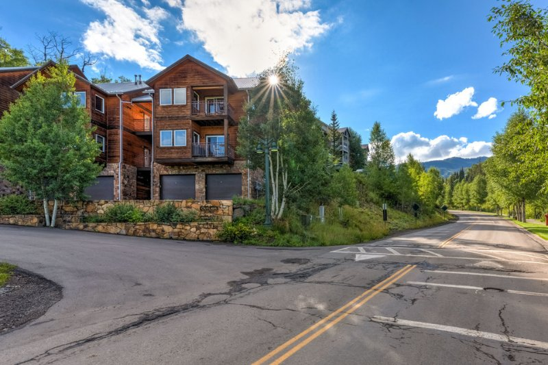 So good it should be illegal - Gourmet kitchen and BBQ, close Gondola access - Outlaws Hideaway - Image 1 - Mountain Village - rentals