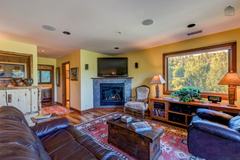 Turn on the big game, flip up the footrest, and get lazy on the lazy boy. - So good it should be illegal - Gourmet kitchen and BBQ, close Gondola access - Outlaws Hideaway - Mountain Village - rentals