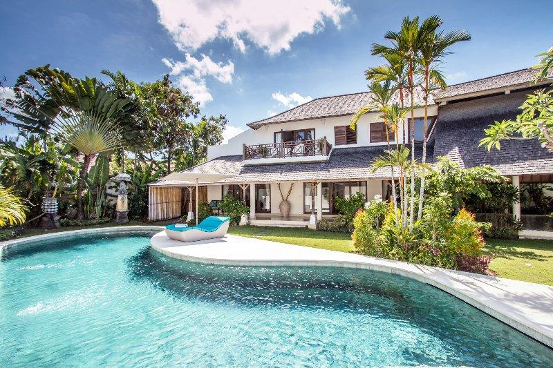 Miu, Spacious 4 Bedroom Villa, Near Eat Street Seminyak - Image 1 - Seminyak - rentals