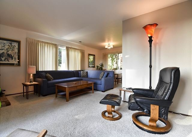 Spacious first living room area. - Hillside Home with Views of the Bay & Downtown Arcata - Arcata - rentals