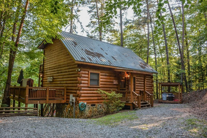 CHERRY ACRE- 2BR/2BA- CHARMING CABIN ON CHERRY LAKE SLEEPS 6, CANOE, STAND UP PADDLE BOARD, HOT TUB, PRIVATE DOCK FOR FISHING, FIRE PIT, CHARCOAL GRILL, WOOD BURNING FIREPLACE, LOCATED ON SECTION 7 OF THE BENTON MACKAYE TRAIL! STARTING AT $125 A NIGHT! - Image 1 - Blue Ridge - rentals