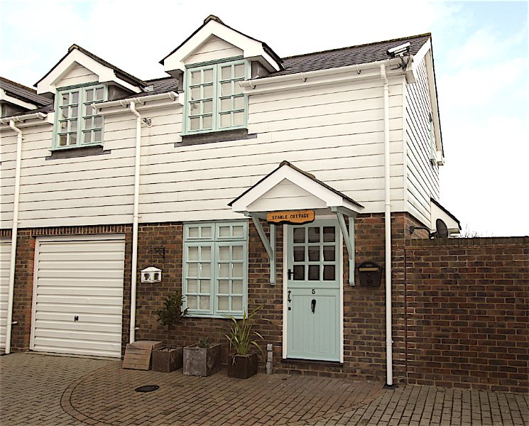 STABLE COTTAGE close to Eastbourne TOWN CENTRE - Image 1 - Eastbourne - rentals