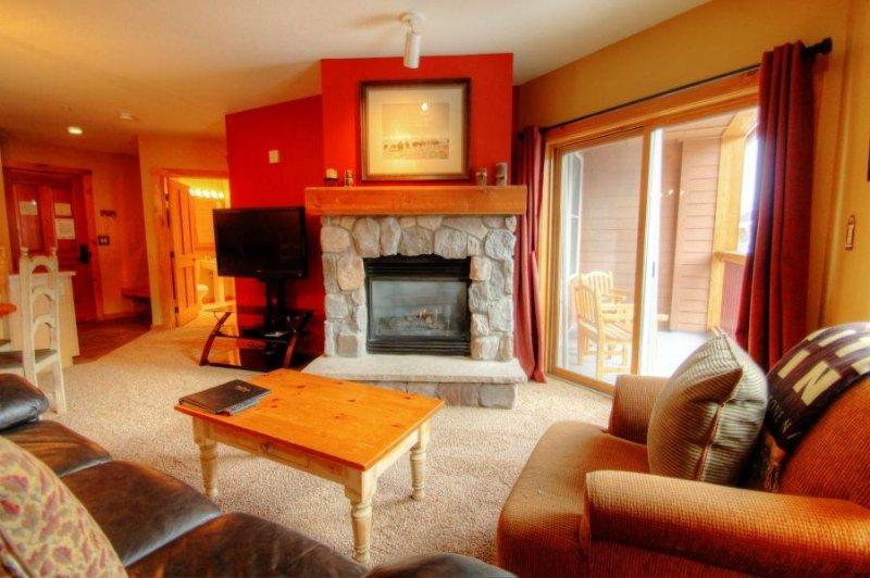 "SkyRun Property - ""8401 Buffalo Lodge"" - Living Room - 8401 Buffalo Lodge - Keystone - rentals"