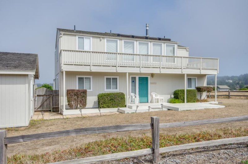 Dog-friendly home for 4 w/ocean views & patio; fireplace - Image 1 - Mendocino - rentals