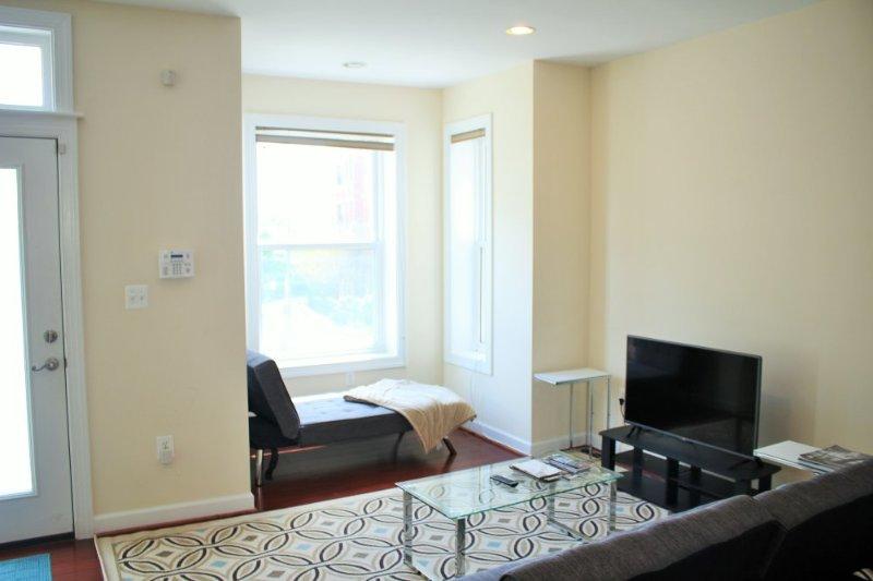 CONTEMPORARY FURNISHED 3 BEDROOM 2.5 BATHROOM TOWNHOUSE - Image 1 - Washington DC - rentals
