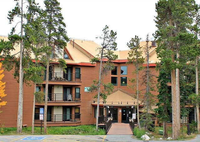BV305BB Pleasing Condo with Elevator, Wifi, Fireplace, Clubhouse access - Image 1 - Silverthorne - rentals