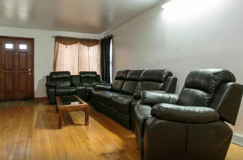 Elegant 3 Bedroom House - Image 1 - Melrose Park - rentals