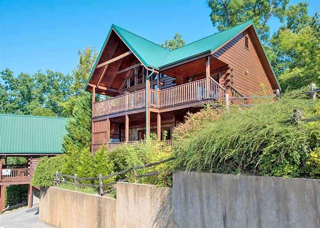 A traditional log cabin—and so much more! - Fireside View   King Suites Hot Tub Pool Access 4 Fireplaces Mtn Views - Gatlinburg - rentals