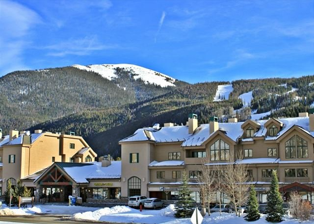 Fantastic Studio Condo with Wifi, King Bed, Clubhouse, Close to Slopes - Image 1 - Keystone - rentals