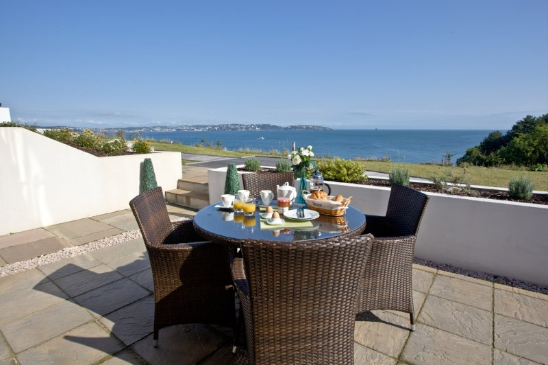 Avocet 1, The Cove located in Brixham, Devon - Image 1 - Brixham - rentals