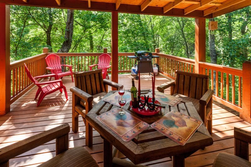 Beautiful Covered Porch and open deck - Bear`s Den -Cozy, All Paved Access - Ellijay - rentals