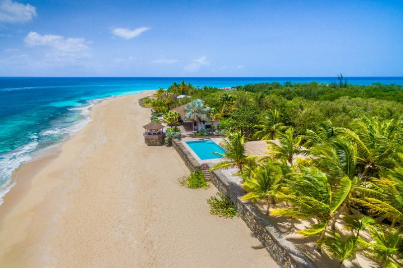 Blue Beach... 4BR vacation rental on Baie Longue, St Martin 800 480 8555 - BLUE BEACH VILLA... comfortable villa on a fantastic soft, white sand beach! - Baie Longue - rentals