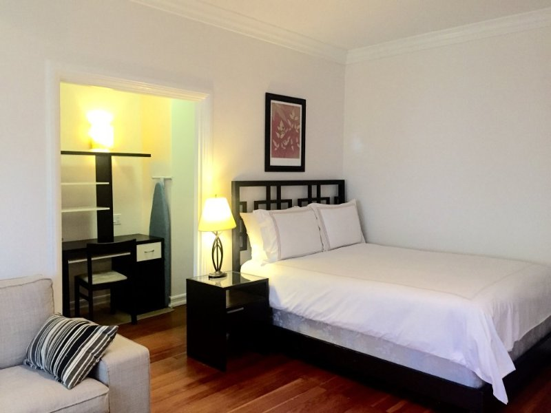 CHARMING AND FURNISHED STUDIO APARTMENT IN SANTA MONICA - Image 1 - Santa Monica - rentals