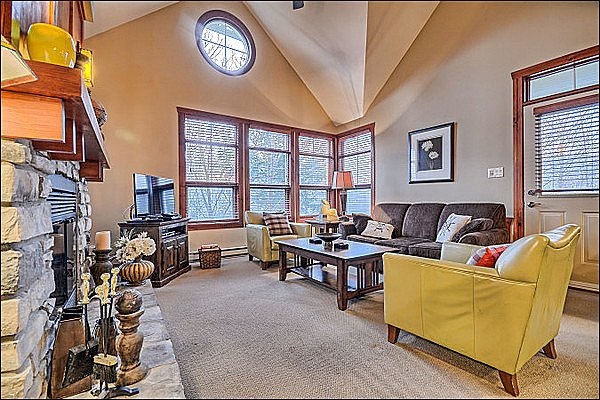 Beautifully Decorated Property - Lovely Mountain and Forest View - Adjacent to Le Geant Golf Course (6166) - Mont Tremblant - rentals