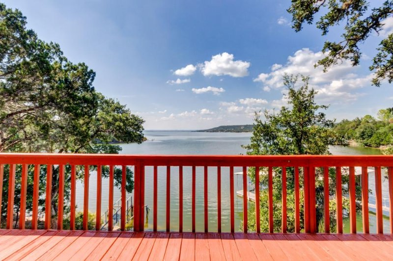Lakefront lodge w/two decks, a row boat & a wood fireplace! - Image 1 - Burnet - rentals