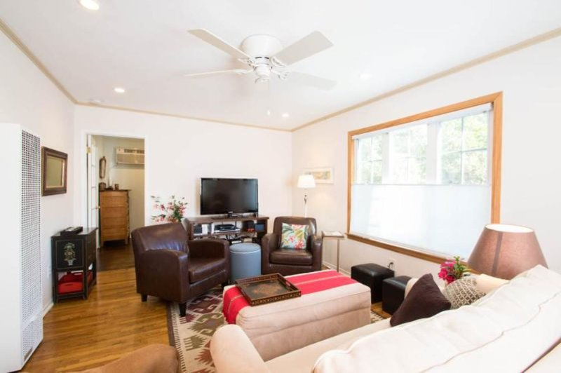 Beautiful 2 Bed 1 Bath Apartment - Image 1 - Los Angeles - rentals