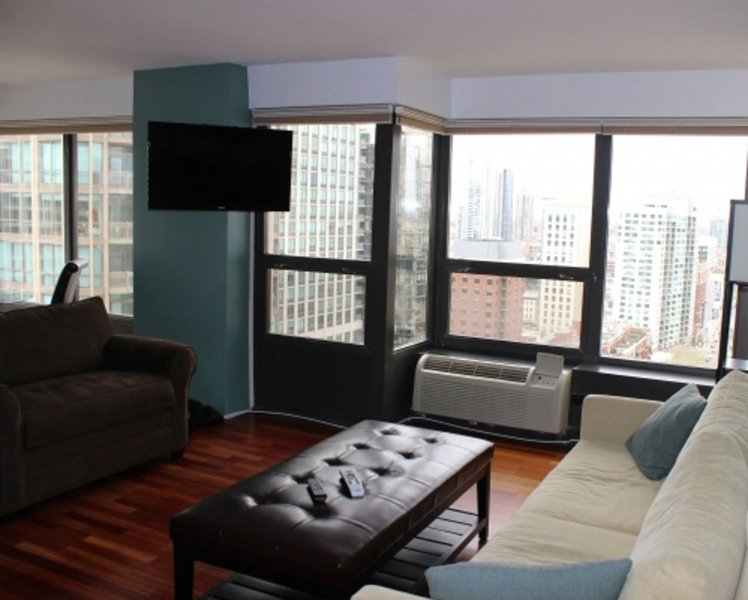 LOVELY AND SPACIOUS 2 BEDROOM, 1 BATHROOM APARTMENT - Image 1 - Chicago - rentals