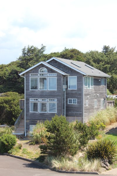 The Argo~Great Ocean Views, HotTub, King in Master - Image 1 - Lincoln Beach - rentals