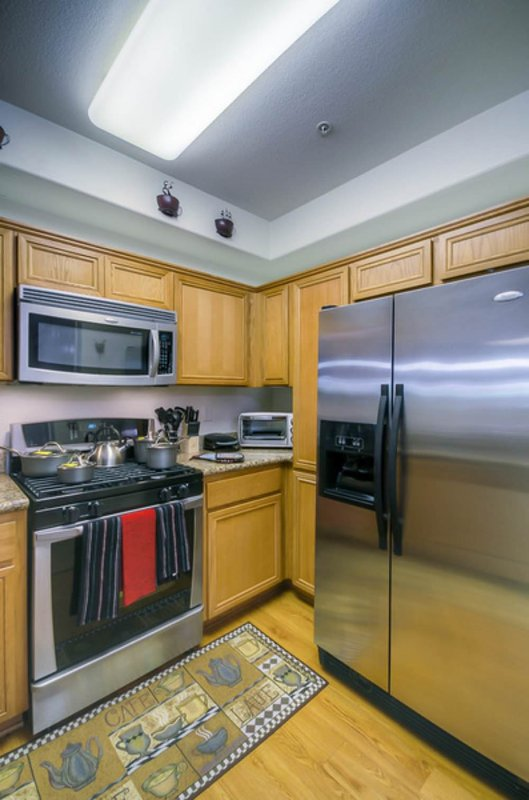 BEAUTIFUL AND MODERN FURNISHED 2 BEDROOM 2 BATHROOM APARTMENT - Image 1 - Los Angeles - rentals