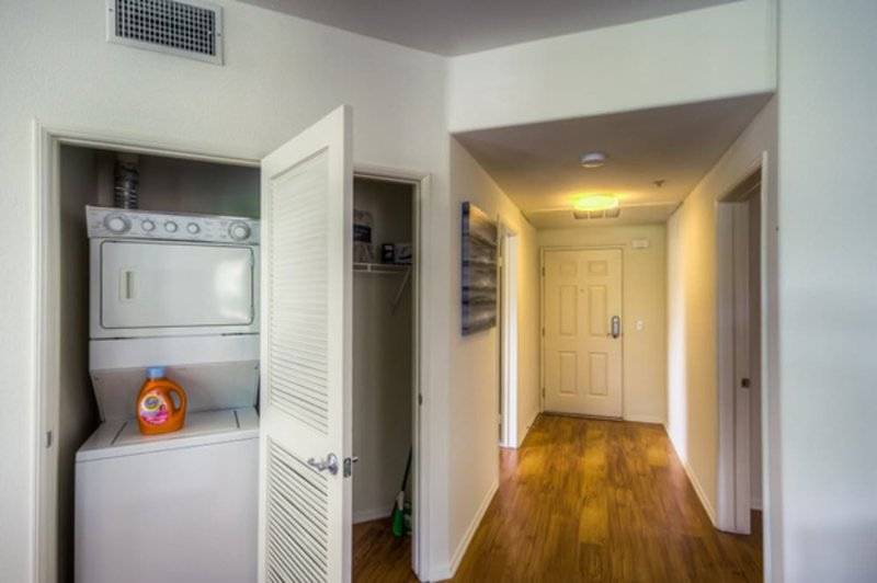 BEAUTIFULLY FURNISHED 3 BEDROOM, 3 BATHROOM APARTMENT - Image 1 - Los Angeles - rentals