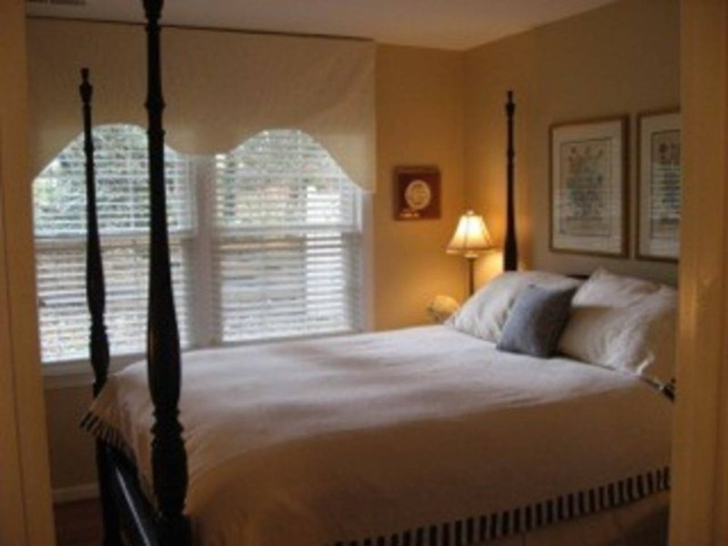 Beautiful one bedroom apartment - Image 1 - McLean - rentals