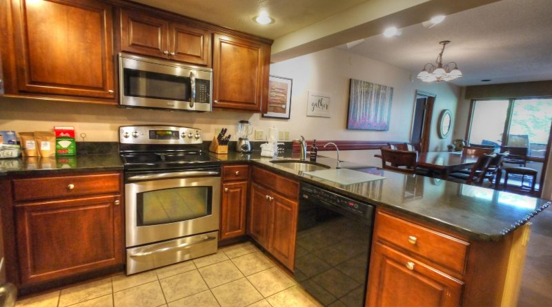 "SkyRun Property - ""CM336 BR1 Copper Mountain Inn"" - Kitchen - Additional seating for 4 people at the breakfast bar. - CM336 BR1 Copper Mountain Inn - Copper Mountain - rentals"
