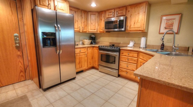 "SkyRun Property - ""CM244 Copper Mtn Inn"" - Kitchen - The kitchen features new cabinets, granite counters, and stainless steel appliances. - CM244 Copper Mtn Inn - Copper Mountain - rentals"