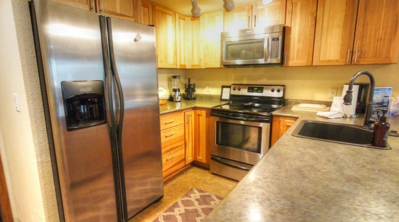 "SkyRun Property - ""CM116 Copper Mtn Inn"" - Kitchen - Updated Kitchen with breakfast bar that seats 4 - CM116 Copper Mtn Inn - Copper Mountain - rentals"