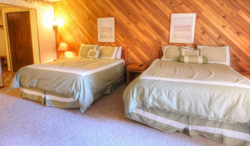"""SkyRun Property - """"CM117H Copper Mtn Inn"""" - Hotel Room - This hotel room features 2 queen size beds. - CM117H Copper Mtn Inn - Copper Mountain - rentals"""
