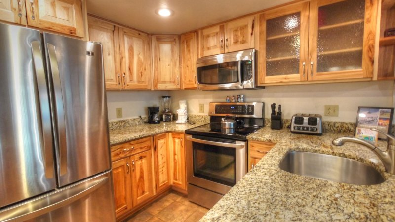"SkyRun Property - ""CM216 2BR Copper Mtn Inn"" - Kitchen - There are 4 additional seats at the breakfast bar. - CM216 2BR Copper Mtn Inn - Copper Mountain - rentals"