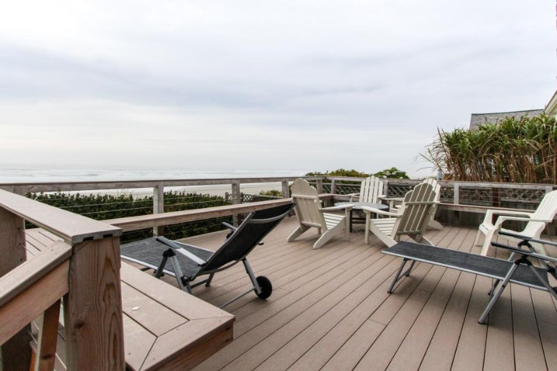 Oceanfront home w/ a private deck, amazing views & private stairs to the beach! - Image 1 - Yachats - rentals