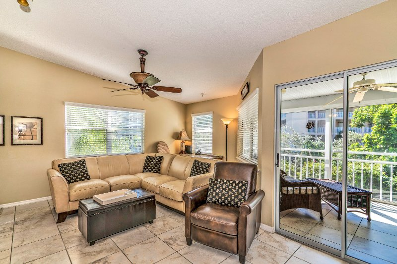 Great Room - Desk with FREE WIFI  - All NEW! Beautifully Renovated! on Siesta Key - Siesta Key - rentals