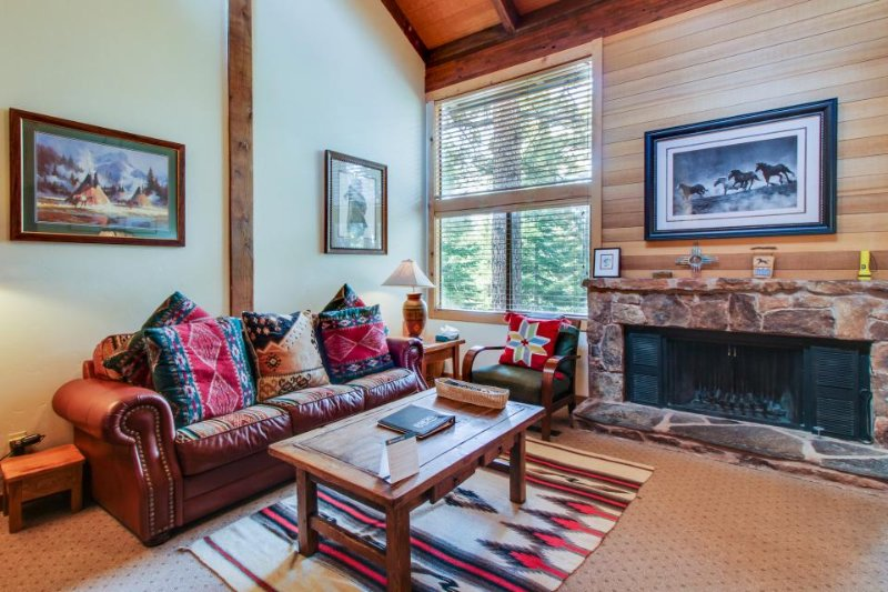 Free shuttle to skiing, golf, shared pool, hot tub, Village, & more! - Image 1 - Northstar - rentals